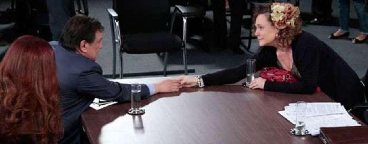 Atílio (Luis Mello) conseguirá se redimir com pelo menos uma de suas mulheres. Assim que começa o julgamento sobre o caso de bigamia, o executivo começa a observar quem realmente sãoVega (Christiane Tricerri) e Gigi (Françoise Forton), e percebe que as duas só pensam emdinheiro. Quando chega a vez de Márcia (Elizabeth Savalla), no entanto, tudo é diferente.Surpreso e feliz com o que ouve da terceira mulher, ele mente e diz que não recebeu ajuda de ninguém para conseguir os documentos originais de uma pessoa falecida