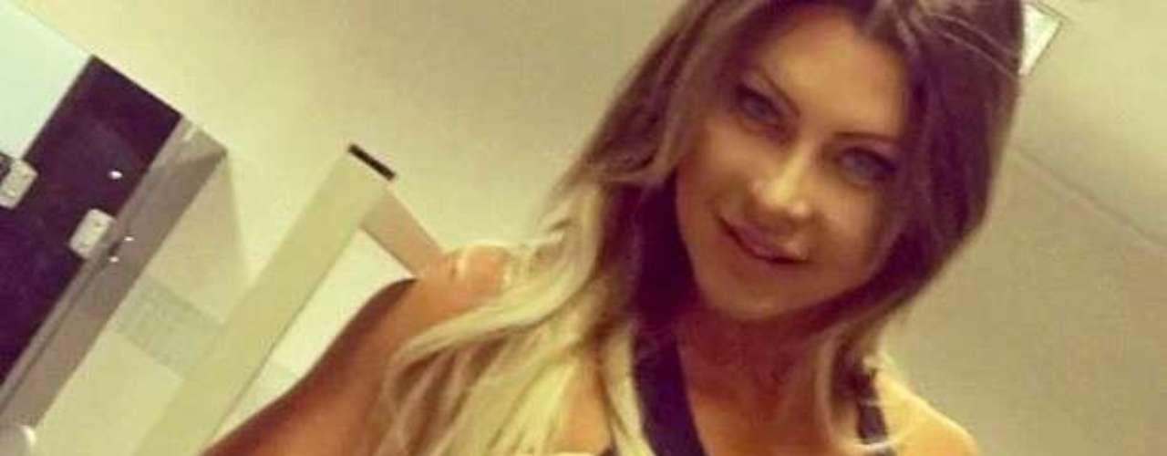 Luciane foi musa do clube Avaí, de Santa Catarina, e participou do reality show Casa Bonita