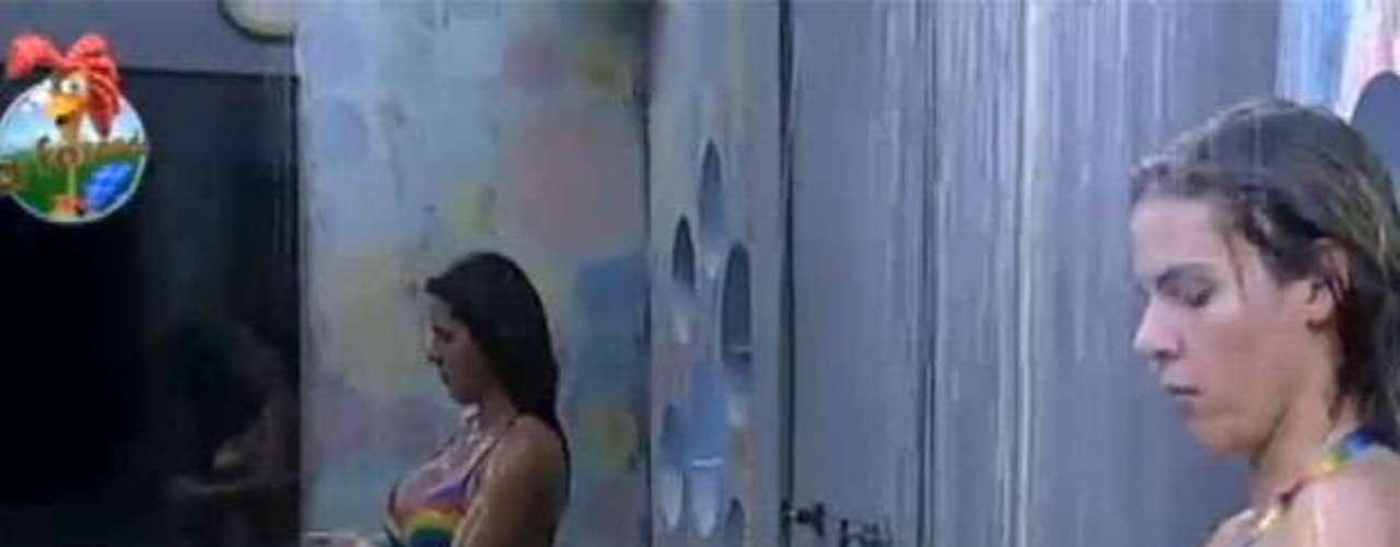 'A Fazenda 6' chegou à sua reta final. Com duas Roças nesta semana e a final marcada para o próximo domingo (29), os telespectadores têm apenas poucos dias para curtir o dia a dia dos peões. E, nesta segunda-feira (24), as duas últimas mulheres remanescentes no confinamento, Denise Rocha e Bárbara Evans, deram uma amostra de um dos momentos que marcaram suas estadas na casa: os banhos