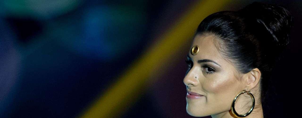 No início desta sexta-feira (27), as 27 candidatas ao título de Miss Brasil 2013 participaram de um momento muito tradicional nos concursos de beleza: o desfile de trajes típicos. O evento aconteceu no Minas Centro, em Belo Horizonte, e contou com as torcidas de cada estado.Na foto, a Miss Minas Gerais