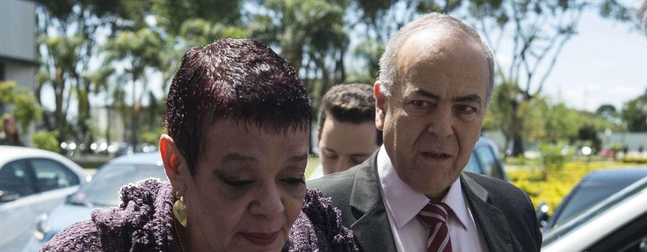 26 de setembro - A médica Virginia Helena Soares de Souza chega acompanhada por seu advogado Elias Mattar Assad, ao Tribunal do Júri em Curitiba