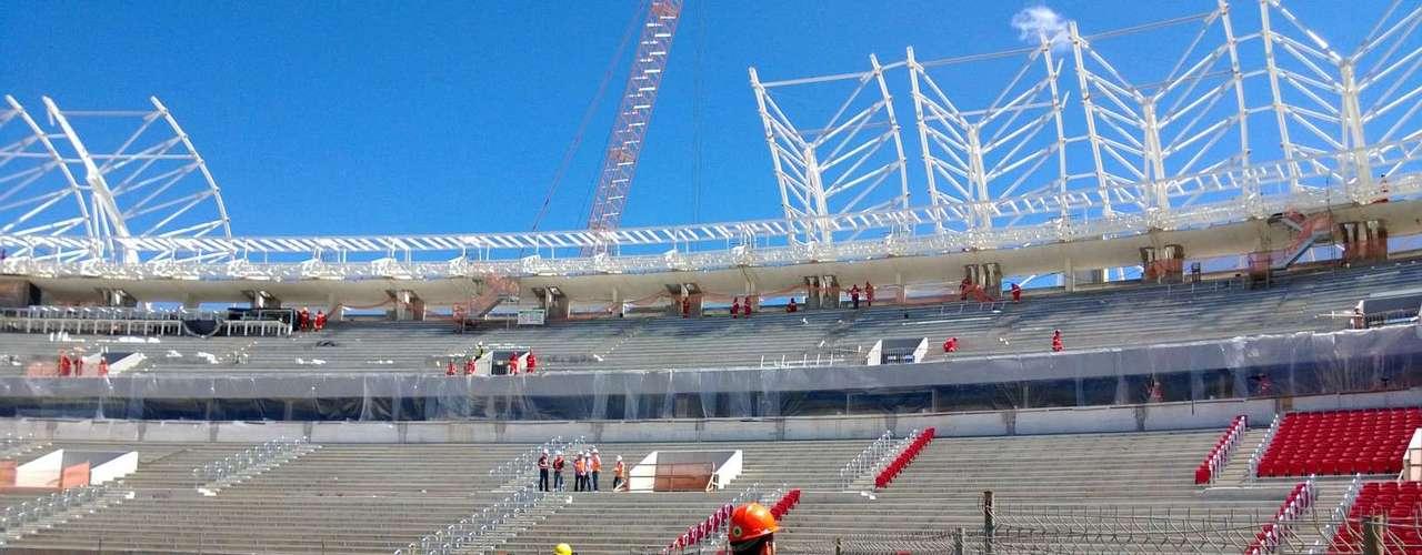 07 de outubro de 2013: em fase final de suas obras, o Beira-Rio recebeu inspeção da Fifa com presença do secretário-geral Jérôme Valcke e Ronaldo e Bebeto como membros do Comitê Organizador Local (COL)