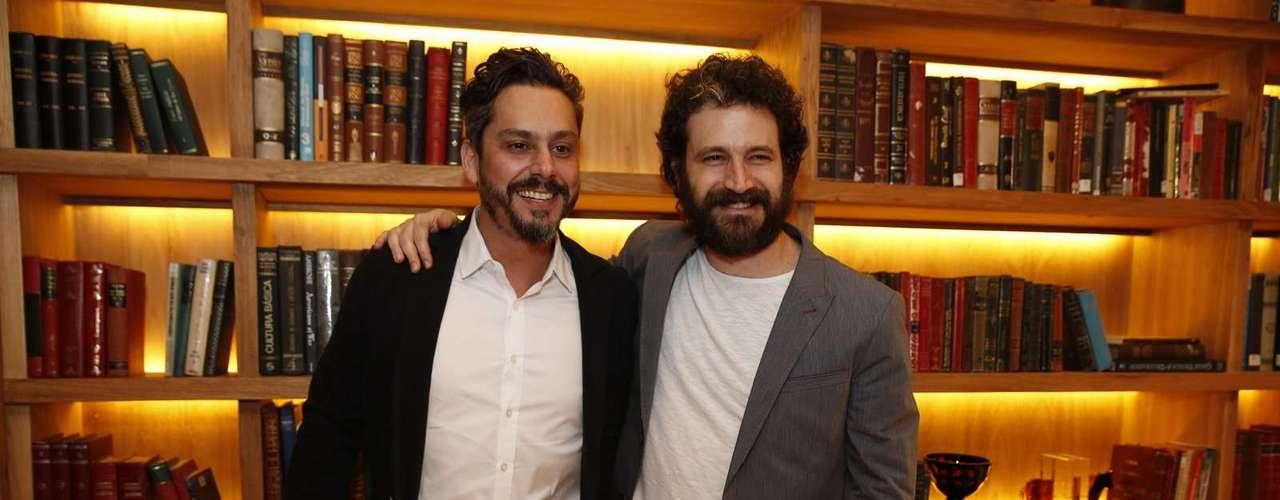 O elenco de 'Além do Horizonte' participou da coletiva de imprensa da nova novela das sete, da Globo, nesta terça-feira (15). Na foto, Alexandre Nero e Caco Ciocler