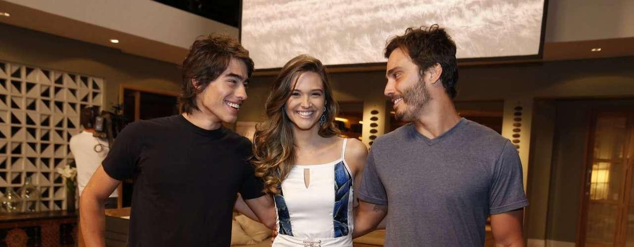 O elenco de 'Além do Horizonte' participou da coletiva de imprensa da nova novela das sete, da Globo, nesta terça-feira (15). Na foto,Juliana Paiva, Vinicius Tardio e Thiago Rodrigues