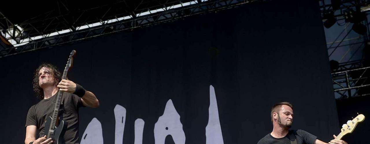 Os franceses do Gojira foram a segunda banda a se apresentar no dia mais metaleiro do Monsters of Rock em São Paulo