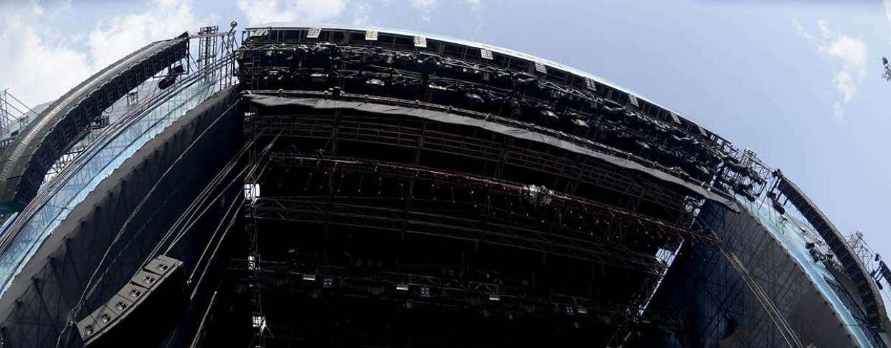 A banda de hardcore Hatebreed subiu ao palco na tarde de sábado (19) em São Paulo agitando o público do Monsters of Rock