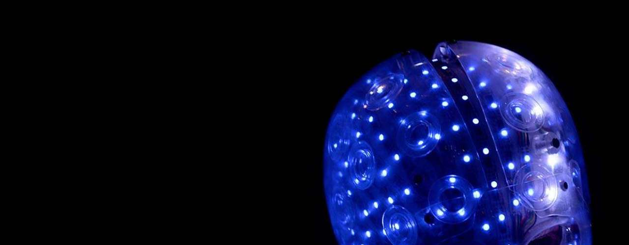 O Limp Bizkit mostrou que ainda tem a pegada de banda grande e começou seu show de forma explosiva no Anhembi, neste sábado (19), primeiro dia do Monsters of Rock. Liderado pelo vocalista Fred Durst, o grupo entrou no palco apostando em seus maiores hits e abriu o show com uma trinca do álbum Chocolate Starfish and The Hot Dog Flavored Water: Rollin´, Hot Dog e My Generation