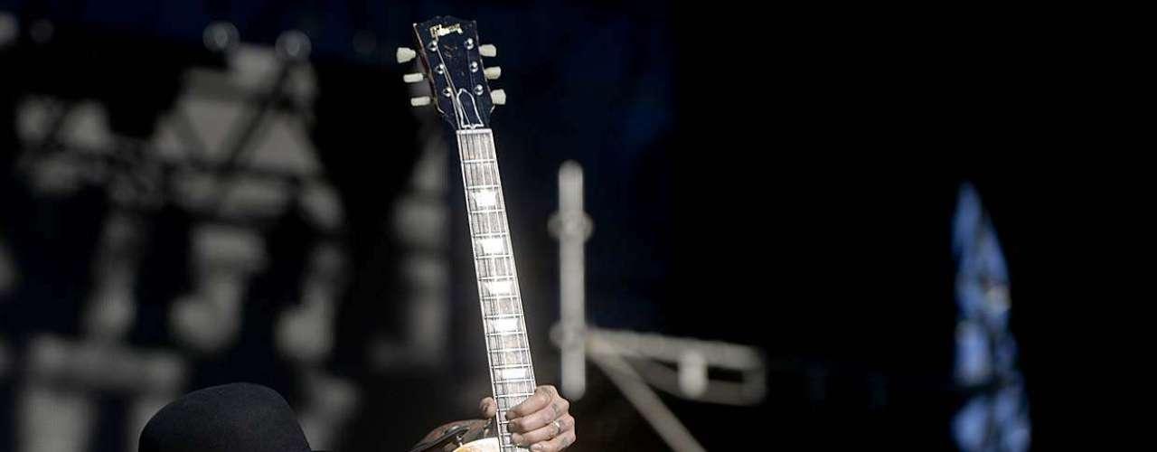 Formada no ano de 1995 em Los Angeles, a banda Buckcherry subiu ao palco do Monsters of Rock, neste domigo (20), na Arena Anhembi