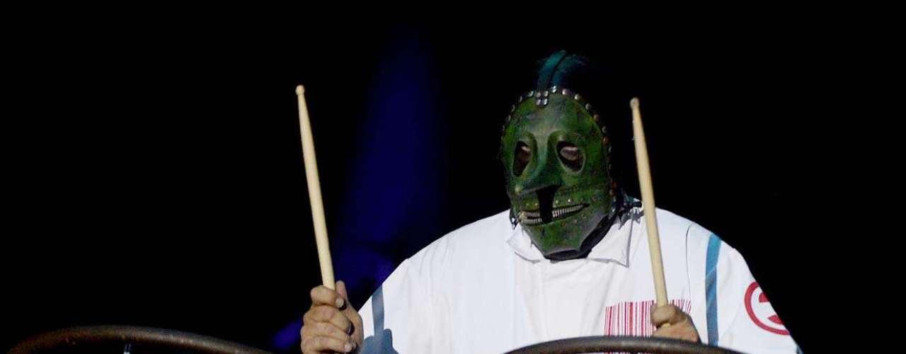 O grupo mascarado Slipknot, liderado por Corey Taylor, foi a atração principal do Monsters of Rock, na Arena Anhembi, em São Paulo, neste sábado (19). A numerosa banda encerrou um dia marcado pelo peso de Korn, Limp Bizkit, Killswitch Engage, Hatebreed e Gojira