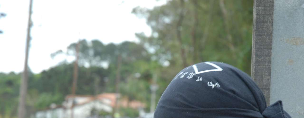 19 de outubro -Manifestantes atearam fogo em uma viatura da Polícia Militar e em um carro da Rede Globo na manhã deste sábado, dia 19, durante protesto contra o Instituto Royal, de onde foram retirados na sexta-feira cerca de 180 cachorros da raça beagle, além de coelhos, usados em pesquisas científicas e, segundo os ativistas, vítimas de maus tratos