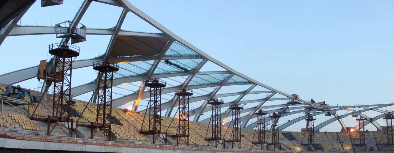 22 de outubro:Serão colocados 31 mil m² de material - serão 252 peças no total