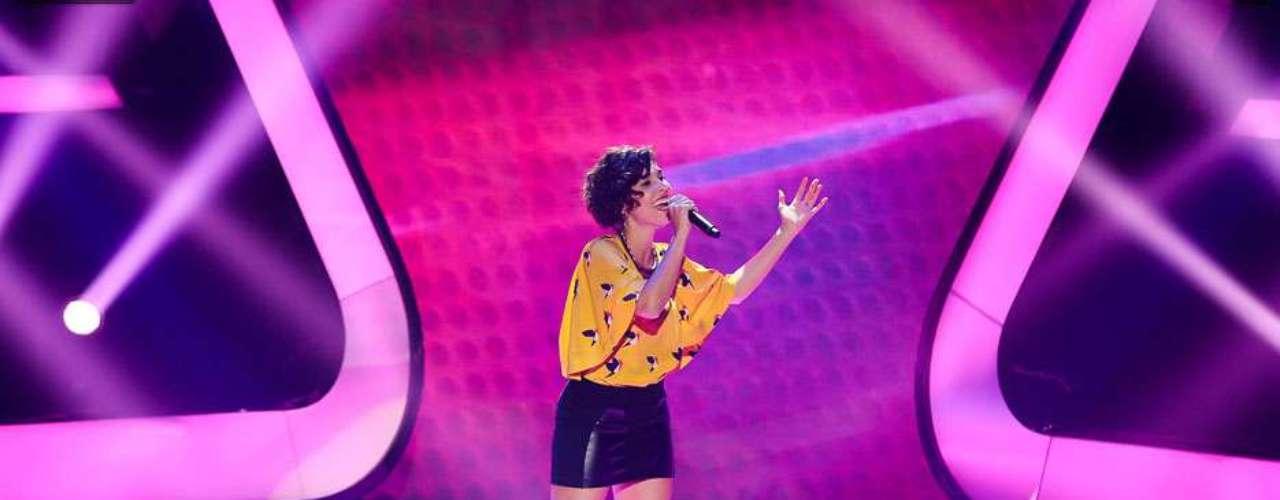 Técnicos não viraram a cadeira e a francesa Claire Nativel deixou o 'The Voice'