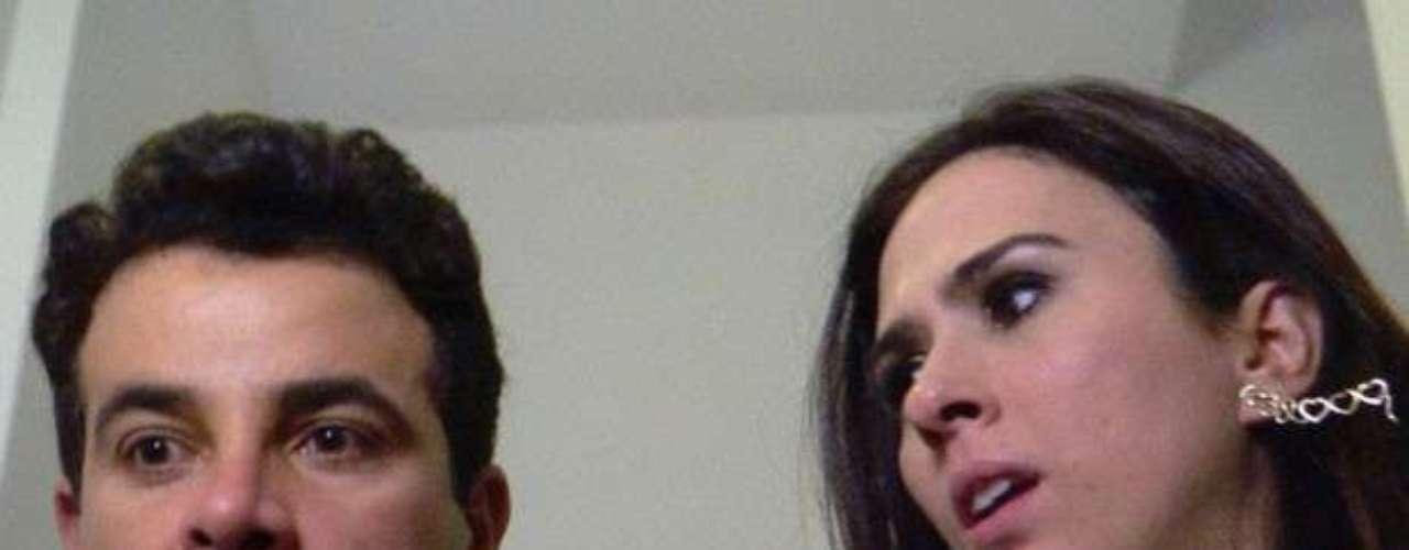 Carlito e Valdirene se beijam na escada de incêndio e quase são pegos por Ignácio