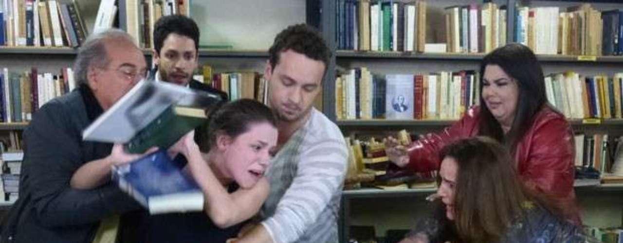 Linda surta ao ver Leila humilhando Rafael