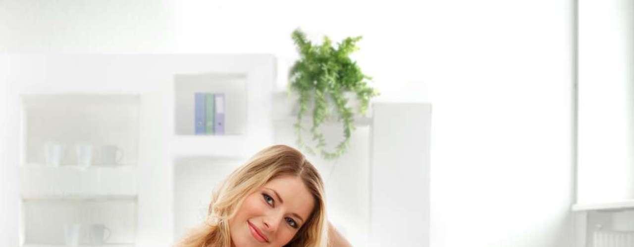 As manchas surgem devido ao aumento de progesterona no corpo feminino, que estimula a pigmentação da pele
