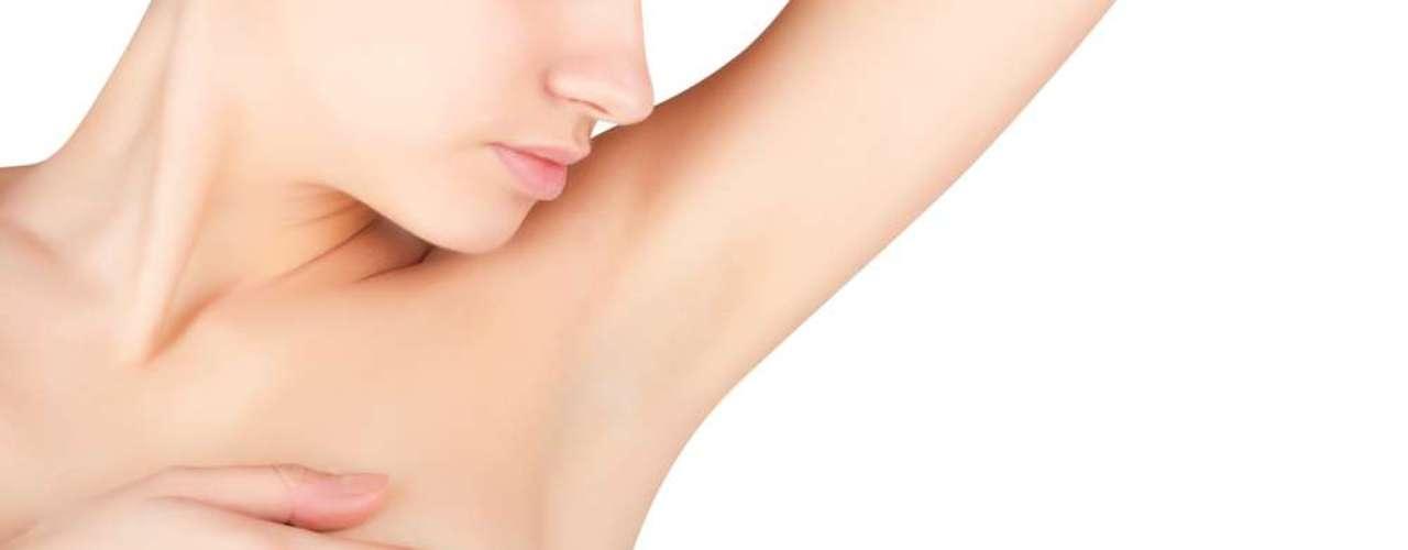 Os lugares onde mais costumam aparecer manchas são o rosto, as axilas, a virilha e o abdômen