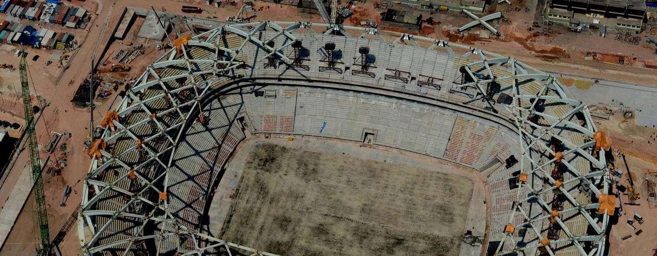 29 de outubro: Arena da Amazônia, sede da região Norte do País na Copa do Mundo de 2014, atinge 88% de conclusão, faltando dois meses para a entrega do estádio
