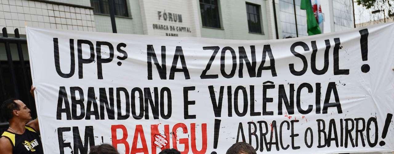 1º de novembro -Grupo protesta contra falta de segurança na região de Bangu