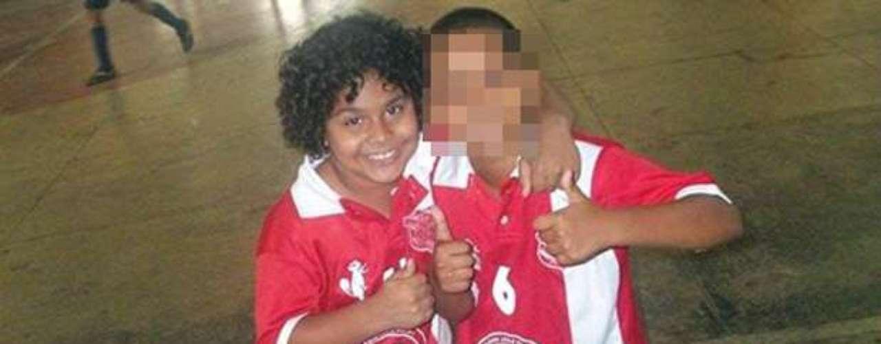 31 de outubro -Kayo da Silva Costa, oito anos, voltava da aula de futebol na escolinha do Bangu, quando foi morto no tiroteio