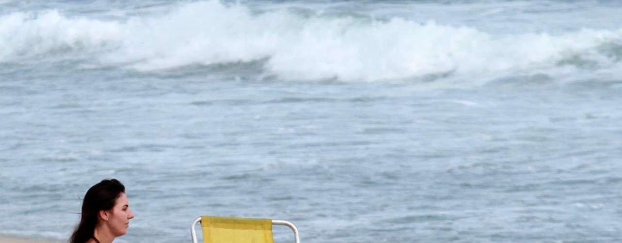 Novembro 2013 -Glenda Kozlowski esteve em Ipanema, nesta segunda-feira (4), para aproveitar a praia