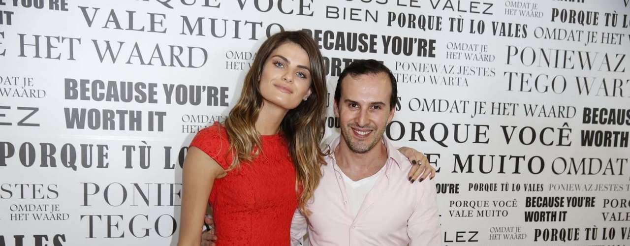Ao lado do hair stylist das famosas Marcos Proença, Isabelli mostrou seu novo visual
