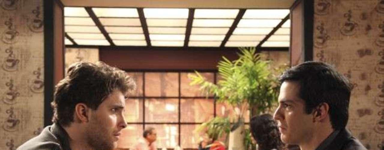 Animado com a chance de comprar a parte de Eron (Marcello Antony) na casa em que vive com o advogado, Niko (Thiago Fragoso) convida Félix (Mateus Solano) para um café. O chef explica que ficou agradecido, pois, graças à cobrança da conta do hospital, ele poderá continuar emseu lar.O presidente do San Magno fica lisonjeado e comovido com tanta ternura e se pergunta como não havia reparado em Niko antes. O clima entre os dois continua bom e o ex de Eron limpa o bigodinho deixado pelo leite na boca de Félix