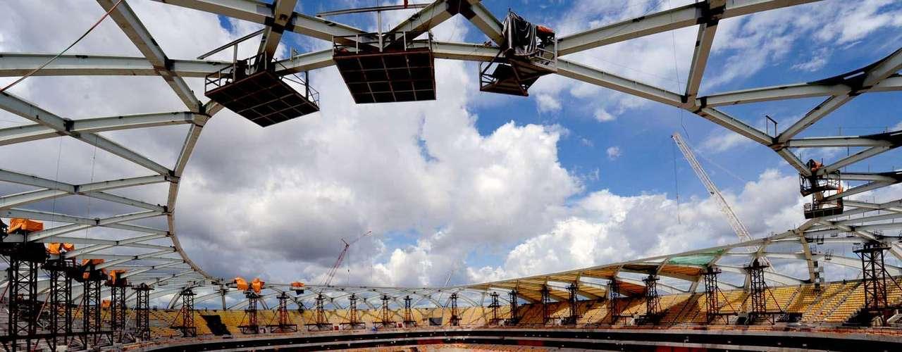 12 de novembro de 2013: responsáveis pela Arena da Amazônia anunciaram que estádio chegou a 89.90% de conclusão
