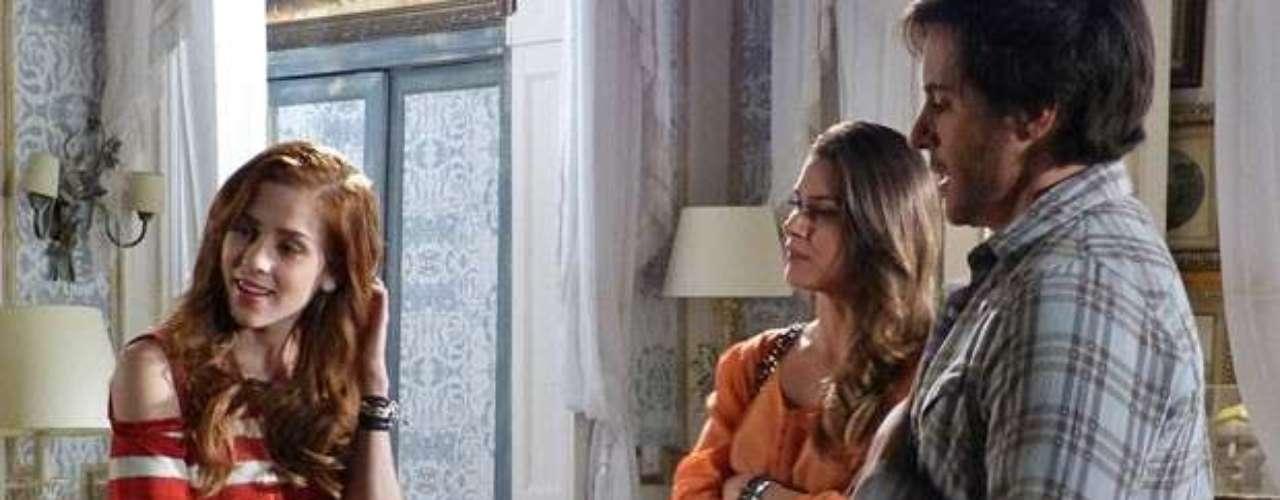 Leila flaga Thales e Natasha sozinhos no quarto e fica com ciúmes