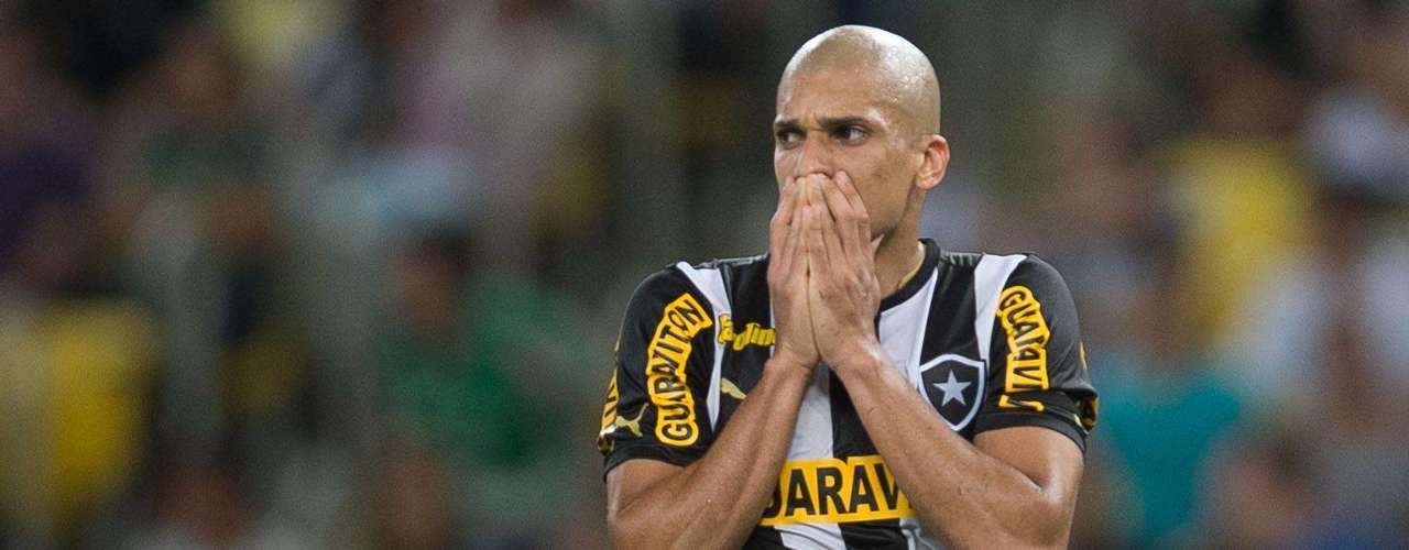 Dória no Milan? Imprensa italiana já cogita que Seedorf vá levar o jovem zagueiro do Botafogo para o Milan em 2014
