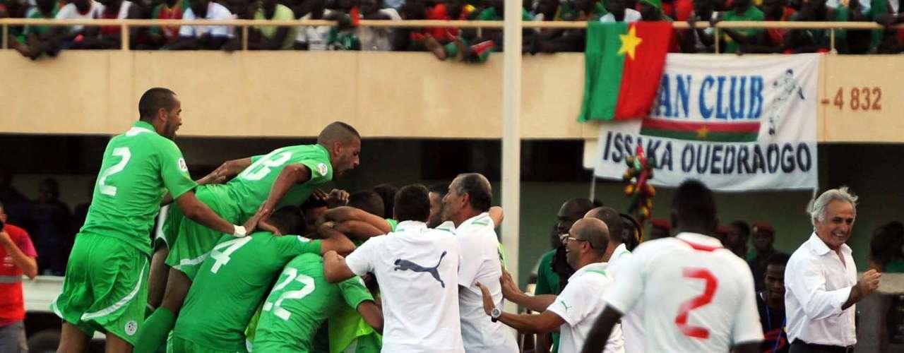 Argélia - vencedor do playoff das Eliminatórias Africanas sobre Burkina Faso