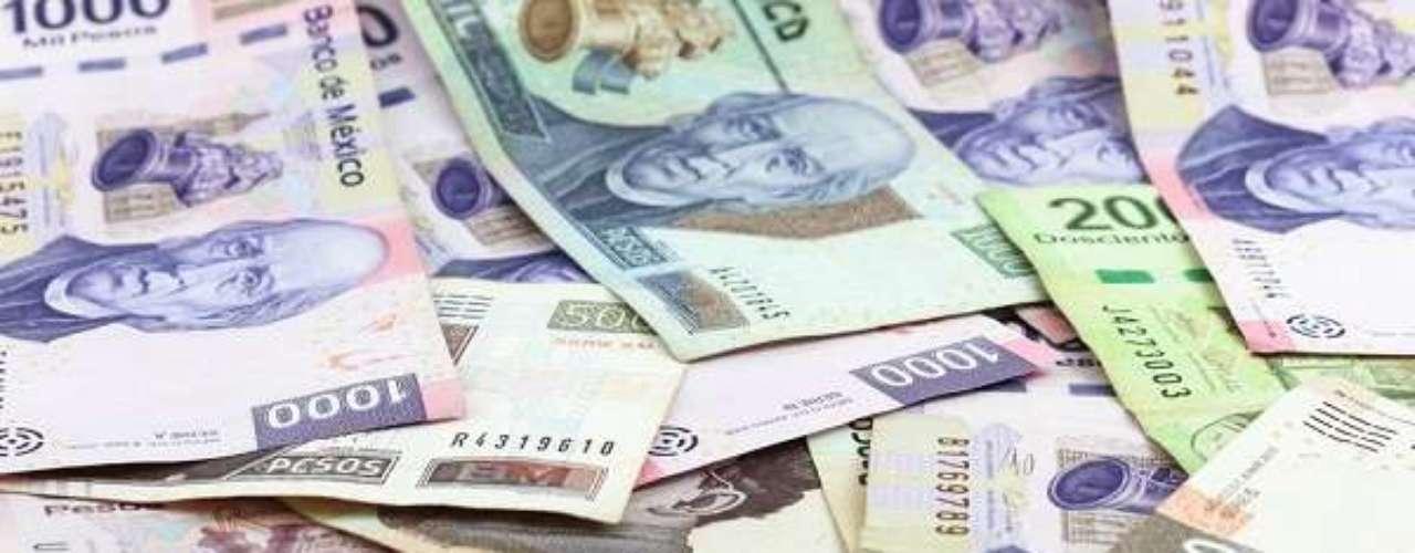 No México, a moeda é o peso mexicano, a mais negociada na América Latina. Os mexicanos foram os primeiros a usar o cifrão para representar seu dinheiro. Um dólar compra 12,95 pesos mexicanos