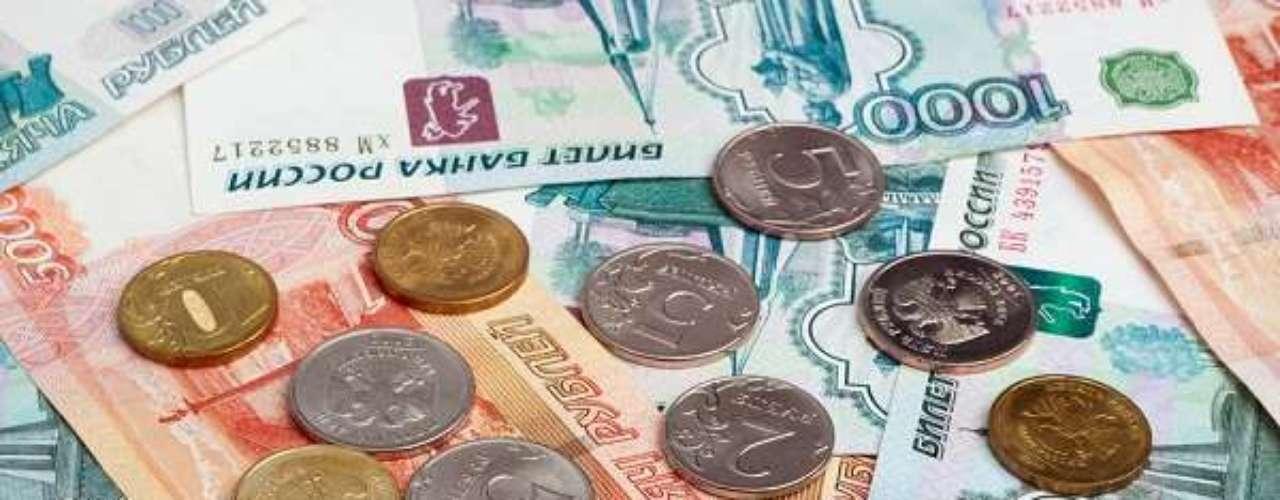 O rublo russo é o mais desvalorizado com relação ao dólar entre as moedas dos classificados europeus para a Copa do Mundo. Com um dólar compra-se 32,86 rublos