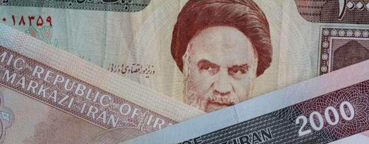 Segundo maior produtor de petróleo da Organização dos Países Exportadores de Petróleo (OPEP), o Irã é o país com a moeda mais desvalorizada entre os concorrentes à taça em 2014. Um dólar compra 24.830 riais