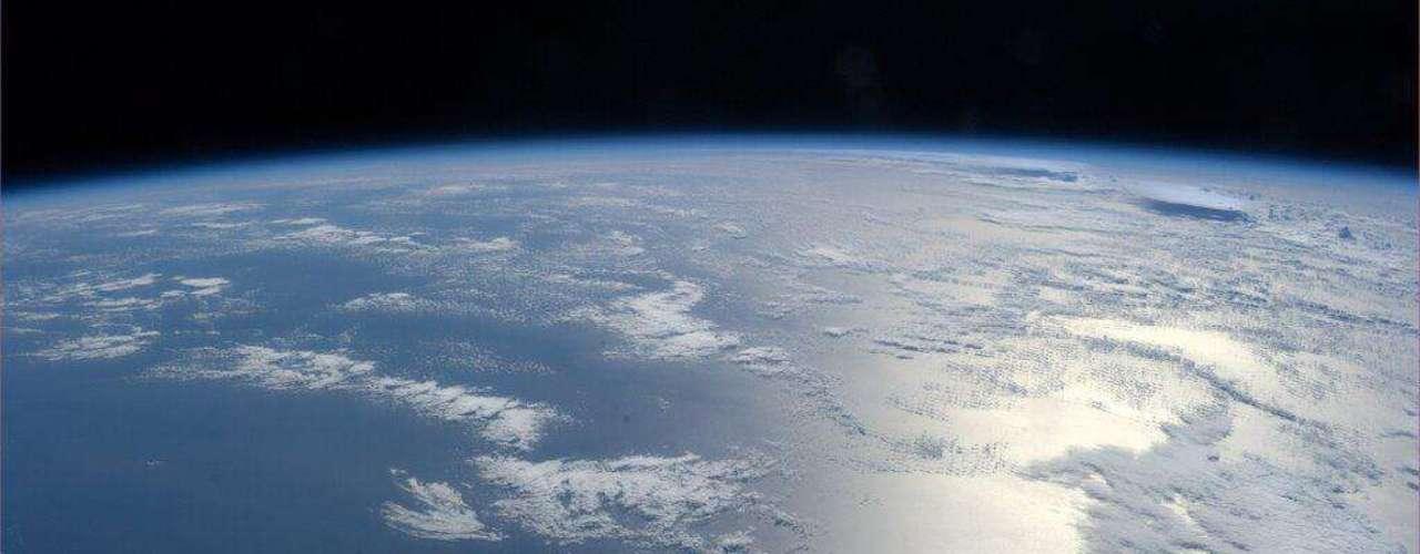 O astronauta americano se mostra fascinado com nosso planeta: \