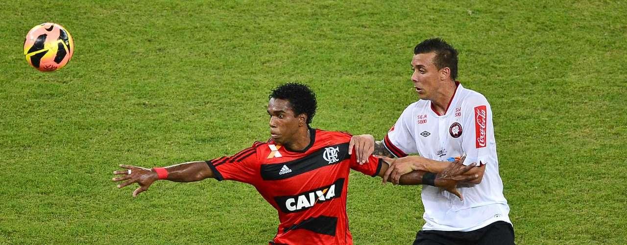 Luiz Antônio no Cagliari? O Cagliari tem observado o volante do Flamengo e cogita contratá-lo. Porém, ele é a segunda opção entre os volantes que o time italiano pretende contar em 2014