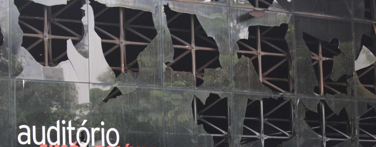 Fachada de auditório do Memorial da América Latina ficou destruída um dia após incêndio