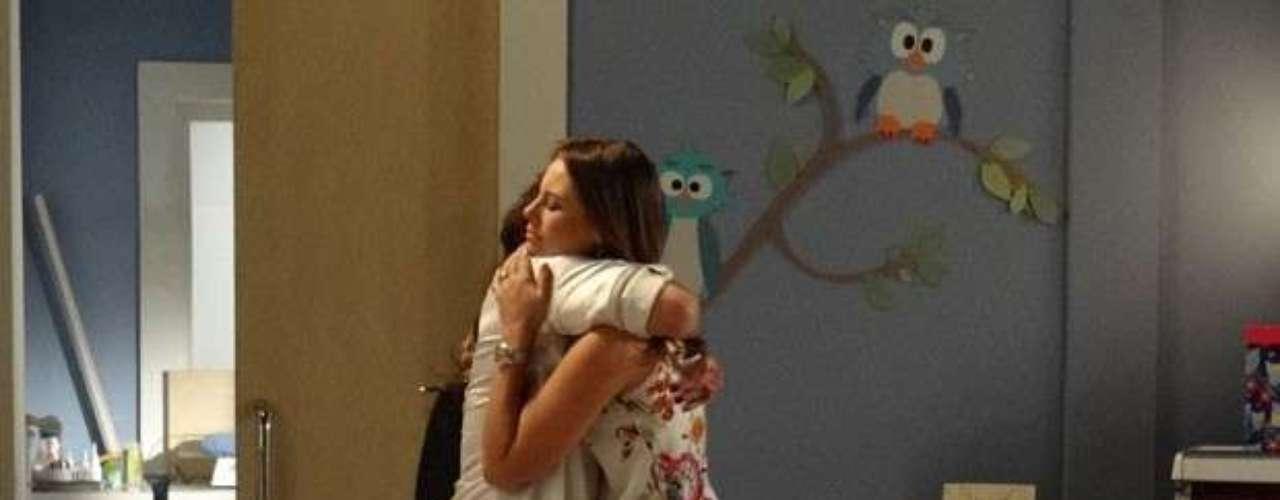 Mariah visita Paloma e fica decidida a dar um basta no plano de Aline