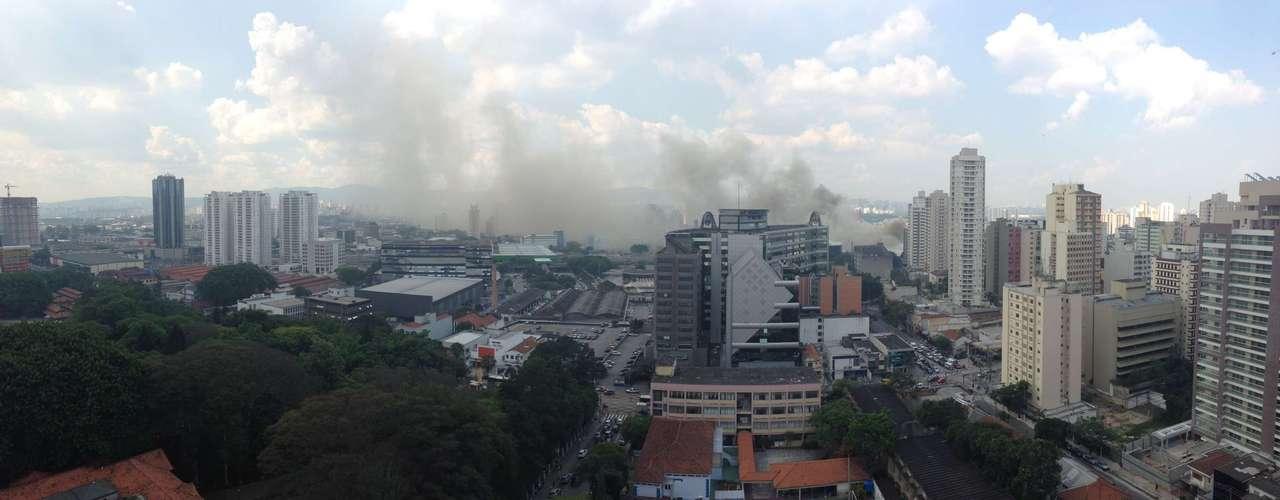 O fogo só foi controlado por volta das 20h10
