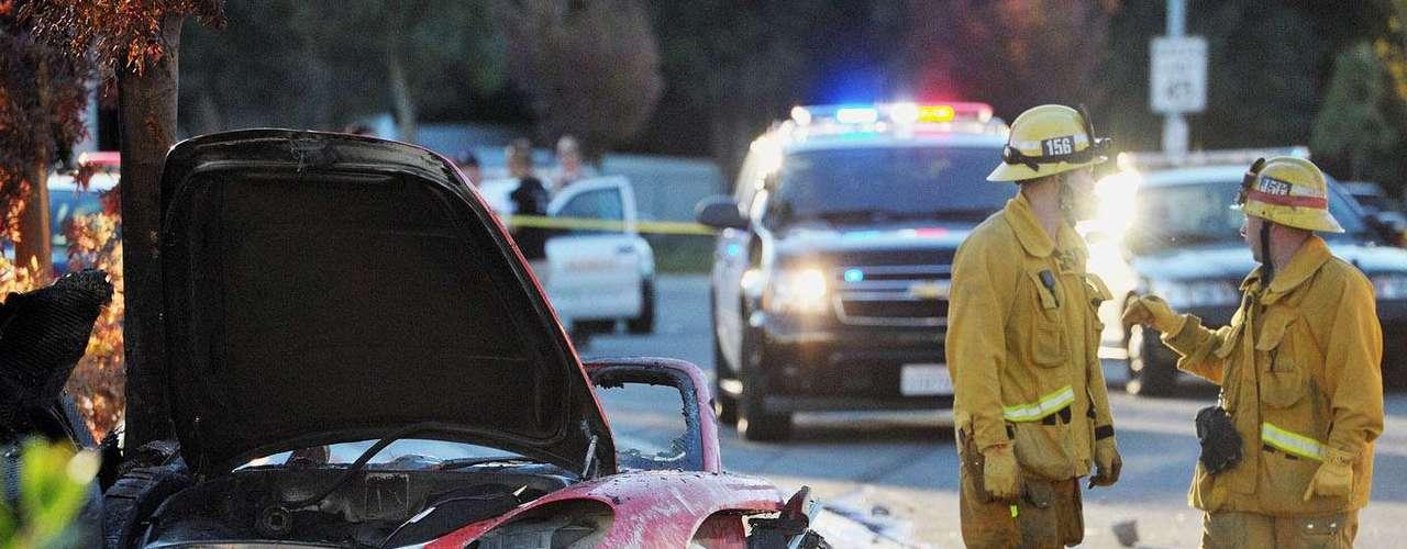 Aos 40 anos, o ator Paul Walker, conhecido por seu papel na franquia 'Velozes e Furiosos' morreu em um acidente de carro neste sábado