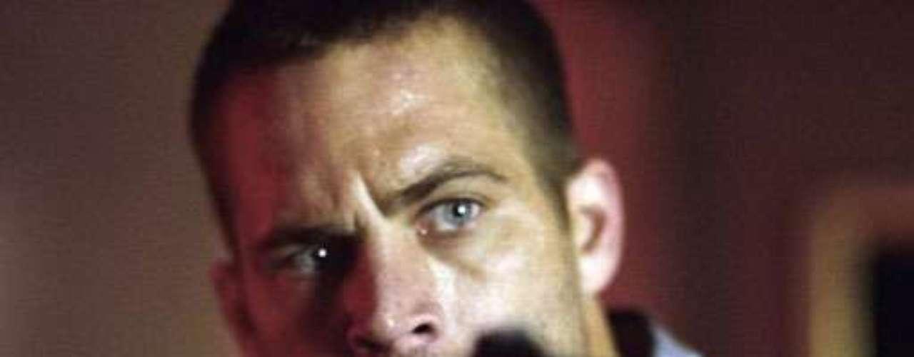 Paul Walker, ator famoso pela franquia 'Velozes e Furiosos', morreu neste sábado (30) após um acidente de carro na Califórnia; ele estava de carona com um amigo em um Porsche quando o motorista perdeu o controle e bateu em um poste