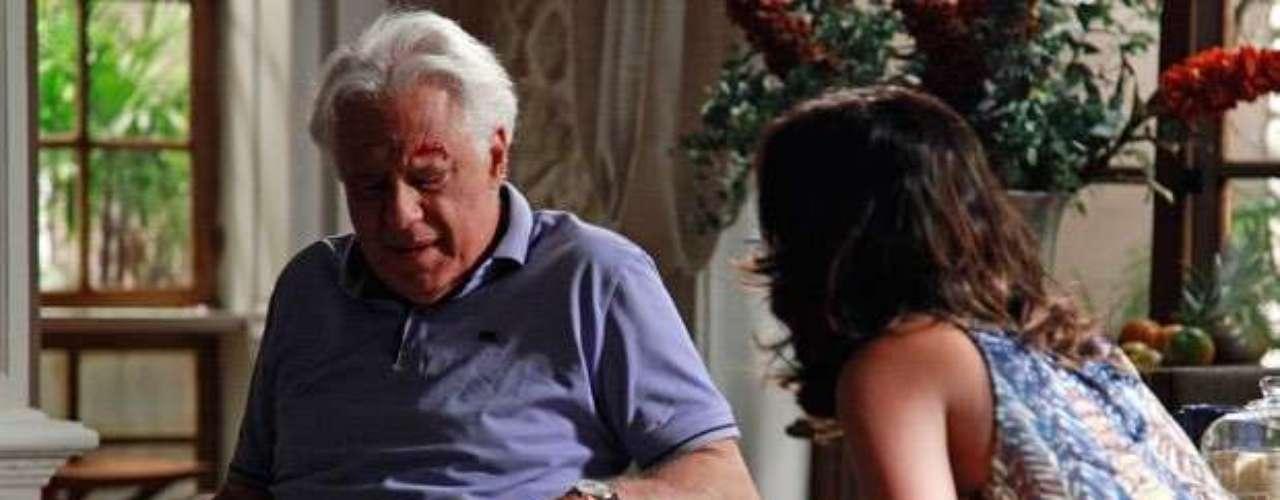 O veneno que Aline coloca nas refeições de César começa a fazer efeito. Ao acordar, o médico percebe a visão embaralhada e cai, machucando a cabeça