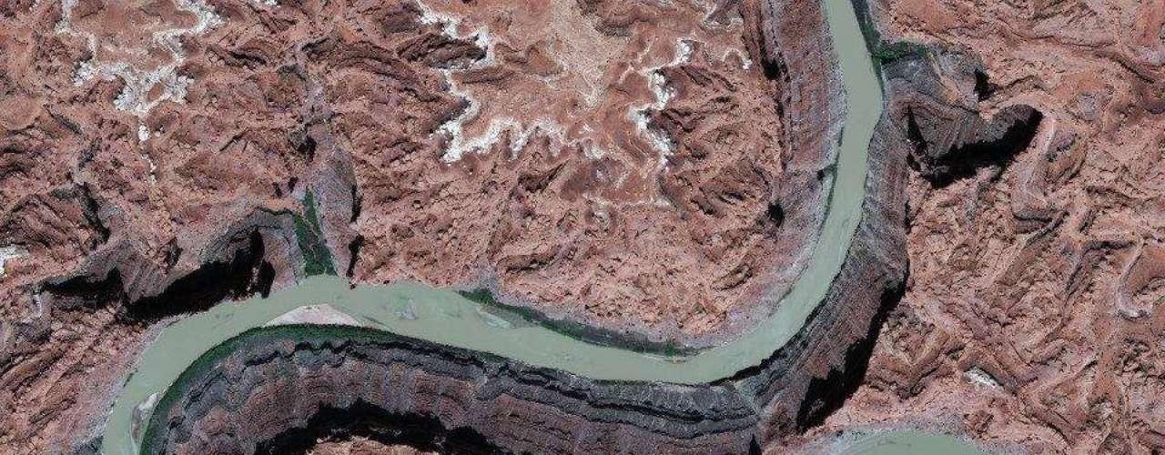 Ilusão de óptica faz com que o vale do rio Colorado, nos Estados Unidos, fique \