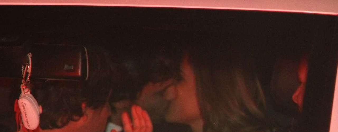 Silvia Abravanel , filha de Silvio Santos, se casou na noite dessa sexta-feira (6), em São Paulo, com o cantor sertanejo Edu, da dupla Téo & Edu.Na foto, Patrícia Abravanel beija o namorado Fábio Faria