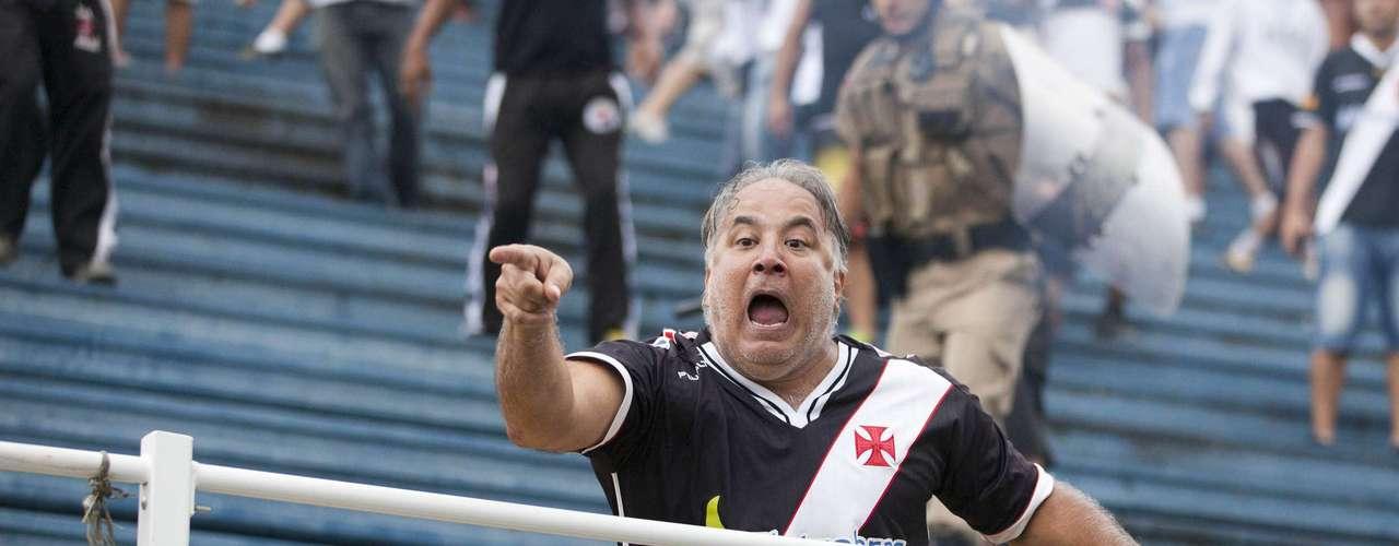Torcedor vascaíno se irrita com pancadaria em Joinville