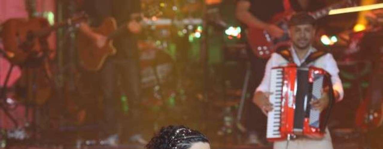 Khrystal cantou 'Lamento Sertanejo', de Dominguinhos, mas foi eliminada
