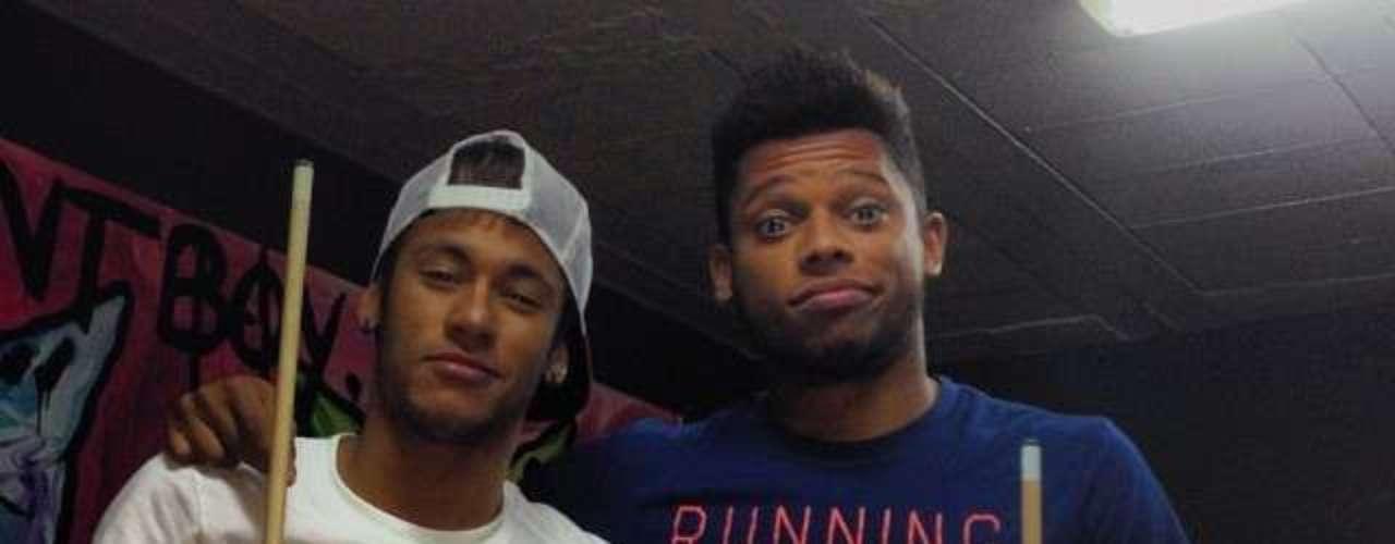 André joga sinuca com Neymar
