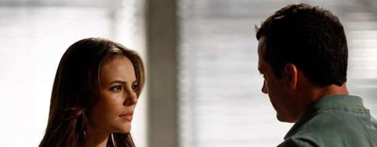 Paloma (Paolla Oliveira) conta aBruno (Malvino Salvador) que desconfia que Aline (Vanessa Giácomo) estáenvenenando seu pai e que mandouCiça (Neusa Maria Faro) para vigiá-la