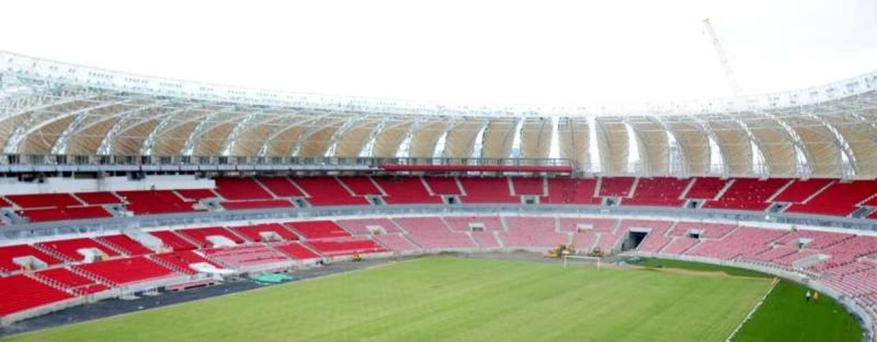 3 de janeiro de 2014: Beira-Rio já conta com gramado em fase de implantação