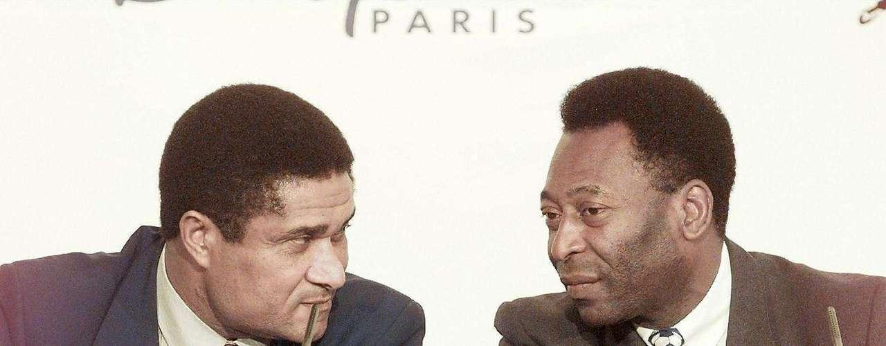 O maior astro português considerava Garrincha - e não Pelé - o melhor jogador de todos os tempos