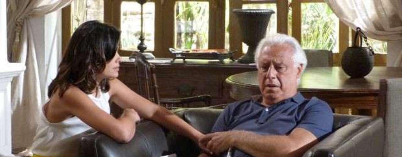 César (Antonio Fagundes) pressionaAline (Vanessa Giácomo) para que ela conte quem era o homem com quem estava conversando dentro da casa. A golpista, no entanto, novamente consegue se livrar, ao mentir que era um ex-noivo que quer reatar